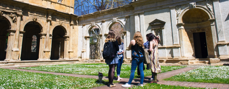Students outdoor of Padua