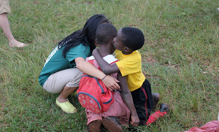 Volunteering with children in Uganda
