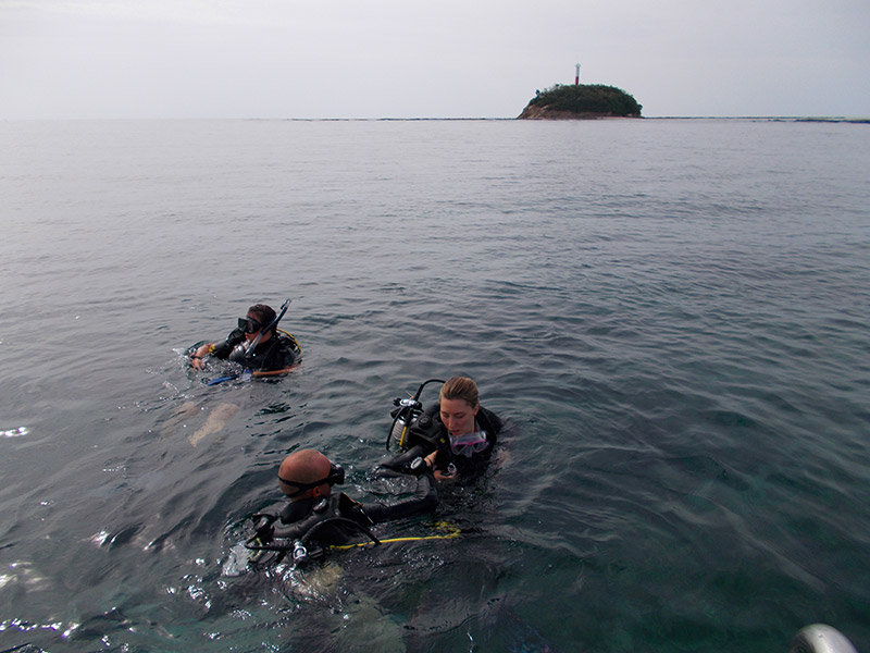 Individuals preparing to Scuba Dive in Malaysia during a volunteer program