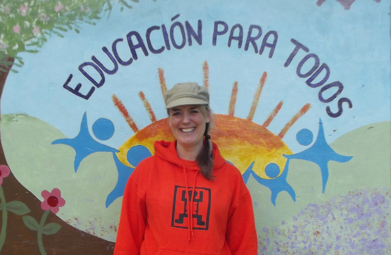 Spanish sign reading Education for All in Peru