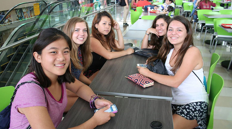 Foreign students at the San Jose Mall in Costa Rica