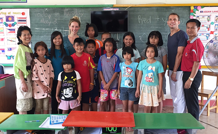 Volunteer teachers with students in Thailand