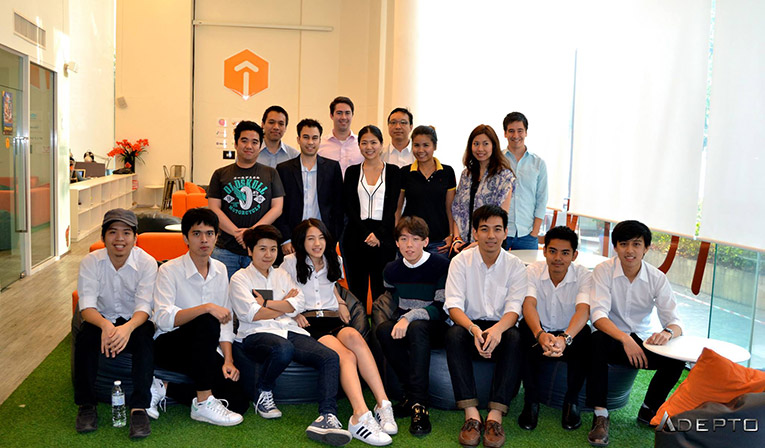 Panel judges and Chulalongkorn Architecture students at Launchpad Thailand