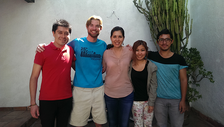 Projects Abroad staff with volunteer in Guadalajara, Mexico
