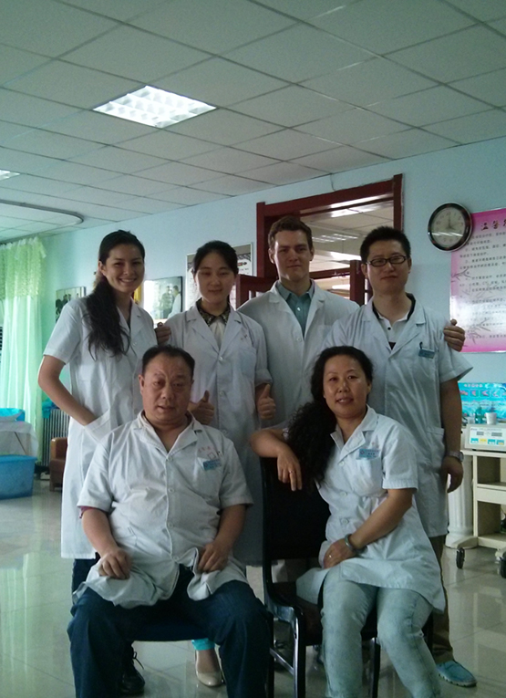 Chinese practitioners and foreign medical volunteers