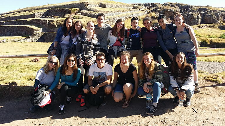 Group of international volunteers in Peru