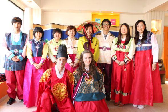 hanbok traditional dress