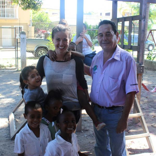 Working with Children in Honduras with Love Volunteers!