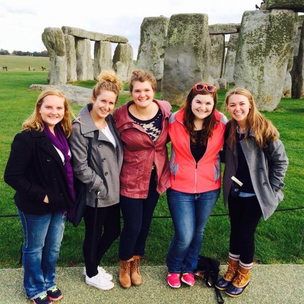Athena Study Abroad London, England Students Field Trip to Stonehenge