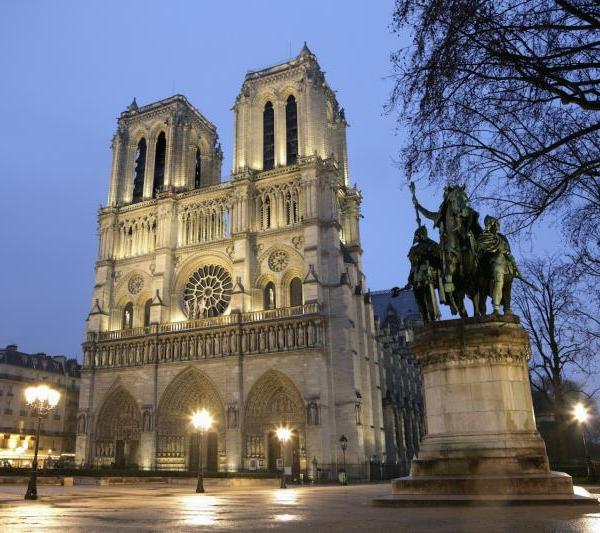 See the Notre Dame Cathedral in Paris with Language and Work Holiday in France