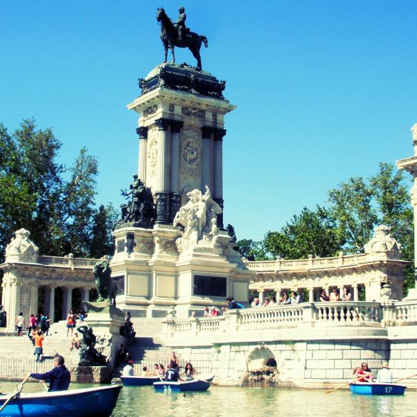 Retiro Monument - Intern in Madrid - Adelante Abroad