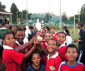 Coach Sports to Township Children in Knysna, South Africa | travellersworldwide.com