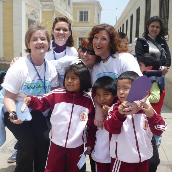 Volunteers with Peruvian students
