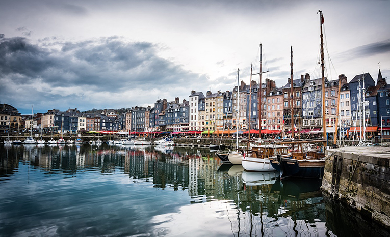 What do I expect when studying abroad in Paris, France?
