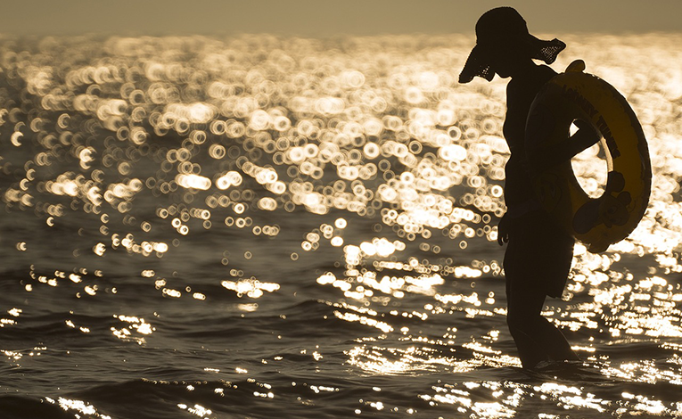A woman in the beach
