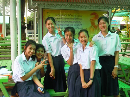 Thai students in AngThong