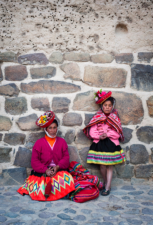 A Peruvian woman with her daughter