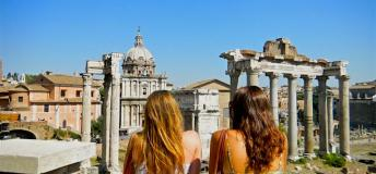 Students overlooking the Roman Forum