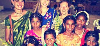 Volunteers with children in Sri Lanka