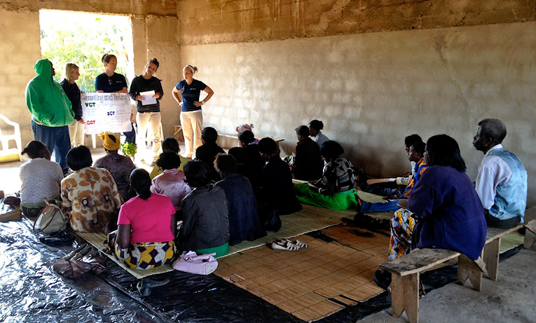Volunteer workshop for adults in Africa